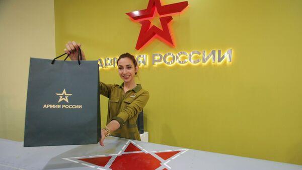 Сотрудница в флагманском салоне Армия России в Москве