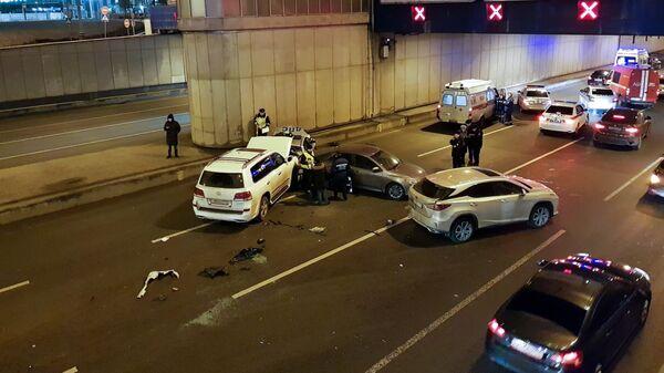 Последствия аварии с участием автомобиля ДПС около Гагаринского тоннеля. 1 марта 2019