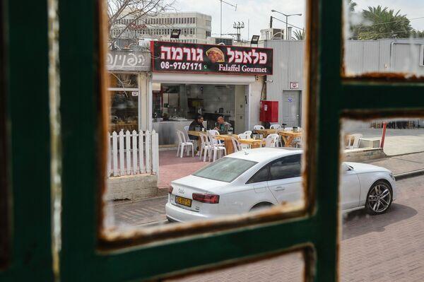 Уличное кафе на одной из улиц в Эйлате