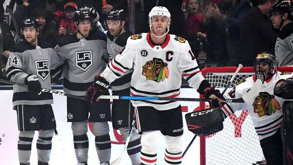 Хоккеисты Лос-Анджелеса радуются заброшенной шайбе Ильи Ковальчук в ворота Чикаго