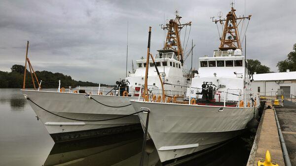 Два патрульных катера береговой охраны класса Island, переданные Военно-морским силам Украины на территории базы береговой охраны США Балтимор