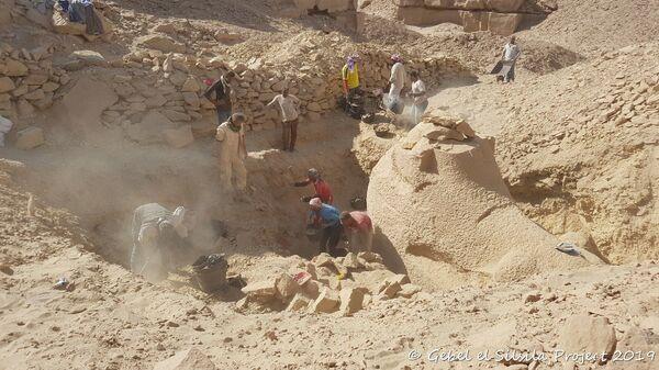 Cовместная шведско-египетская археологическая миссия в районе древней каменоломни в Джибаль эс-Сильсиля недалеко от города Асуан на юге Египта