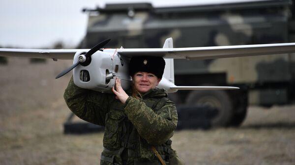 Женский боевой расчёт по управлению беспилотными аппаратами