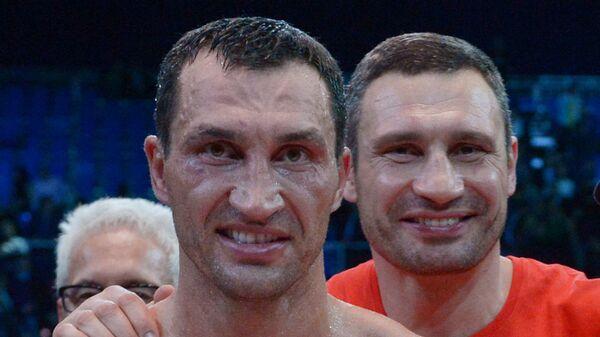 Владимир Кличко (на переднем плане)