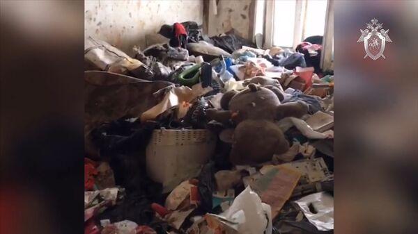 Осмотр квартиры в Москве, где нашли брошенную девочку. Кадры СК