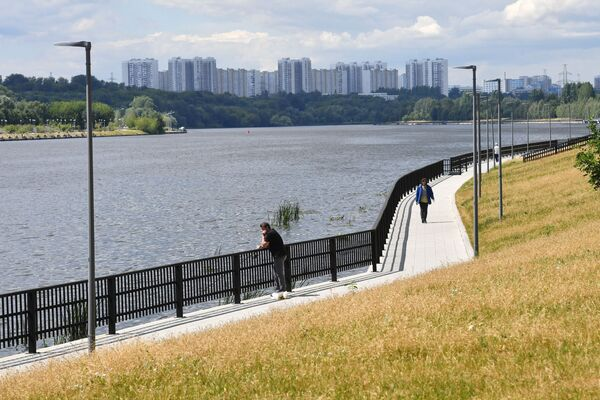 Набережная Москвы-реки на территории парка 850-летия Москвы в районе Марьино