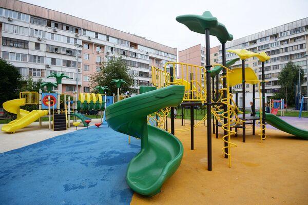 Детская игровая площадка по улице Салтыковская, дом 7, корпус 1 и 2 района Новокосино в Москве