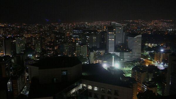 Улицы и дома Каракаса с частично восстановленным электроснабжением. Архивное фото