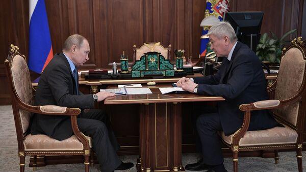 Владимир Путин и директор Росфинмониторинга Юрий Чиханчин во время встречи. 11 марта 2019