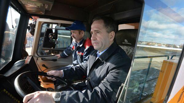 Посол России в Белоруссии Михаил Бабич за рулем БелАЗа