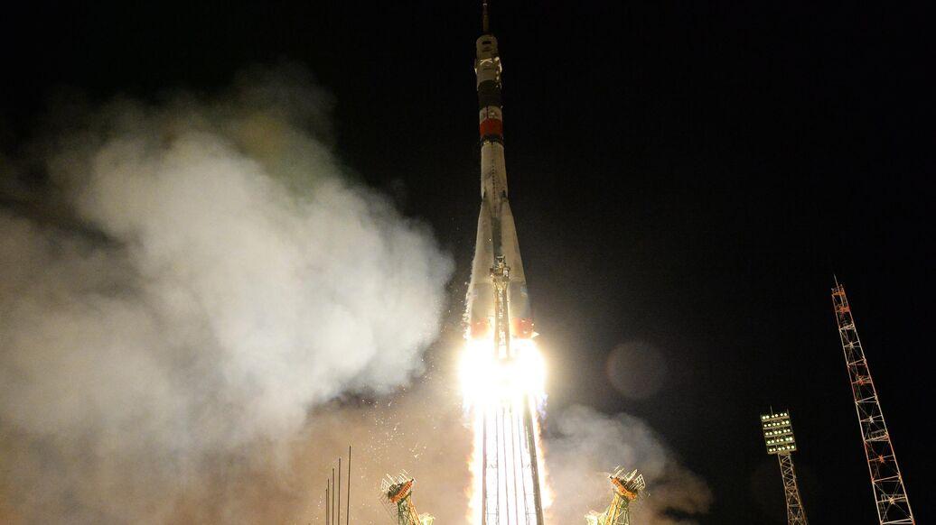 Рогозин: космонавты будут летать к МКС и на американских кораблях
