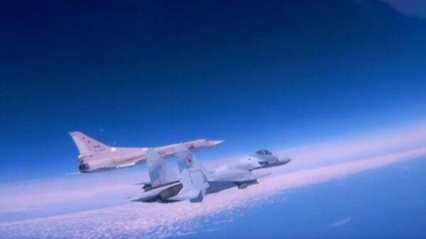 Опубликованы кадры полета бомбардировщиков Ту-22М3 над Черным морем