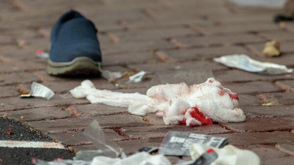 Окровавленные бинты на дороге после стрельбы в мечети Аль-Нур в Крайстчерче, Новая Зеландия