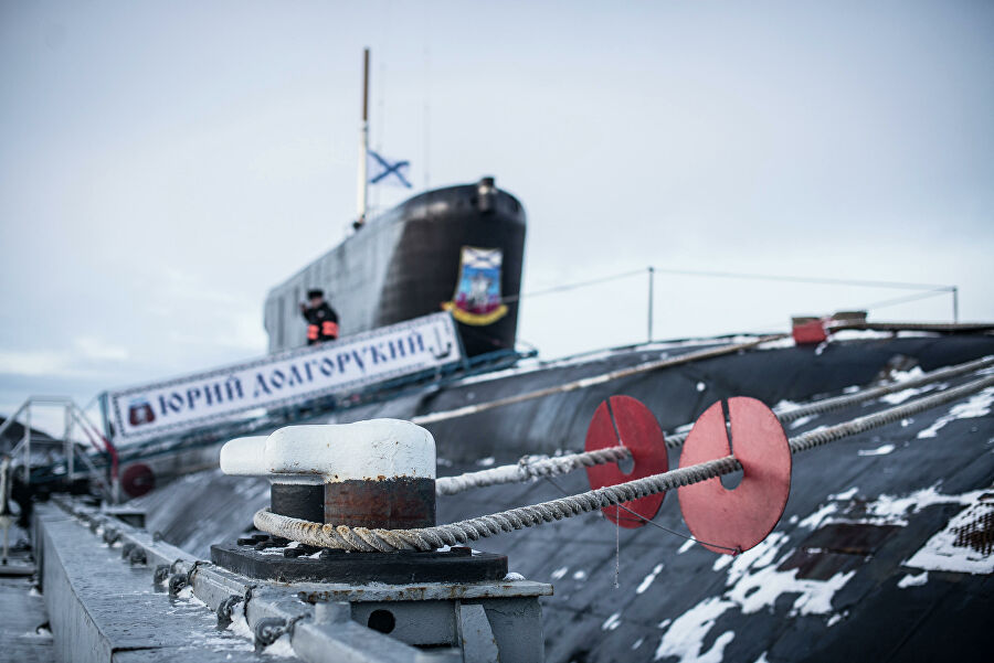 Защита от крыс на швартовых концах подводного крейсера Юрий Долгорукий