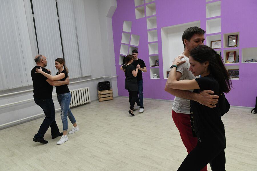 Мария Барышникова на занятиях по танцам
