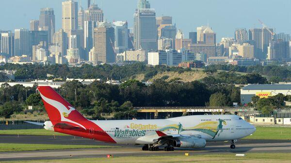 Самолет австралийской авиакомпании Qantas Boeing 747 в аэропорту Сиднея