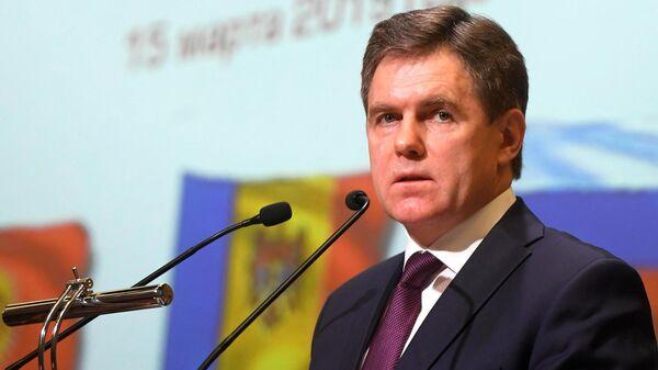 Заместитель премьер-министра Белоруссии Игорь Петришенко выступает во время 81-го заседания Экономического совета СНГ в Москве. 15 марта 2019