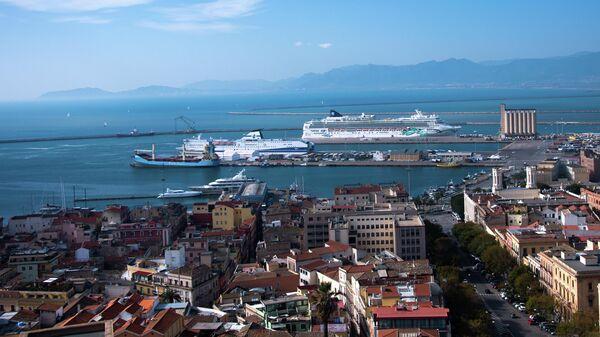 Круизные лайнеры в порту города Кальяри (Сардиния)