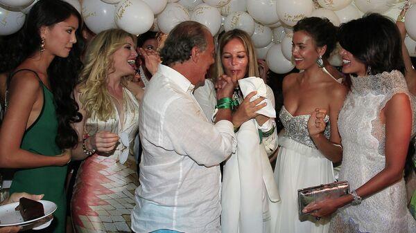 Гости на праздновании дня рождения основателя и президента ювелирного дома De Grisogono Фаваза Груози в Billionaire Club на Сардинии