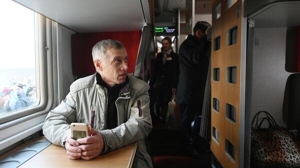 Пассажиры в модернизированном плацкартном вагоне, первый рейс которого пройдет по маршруту Ростов-на-Дону - Москва
