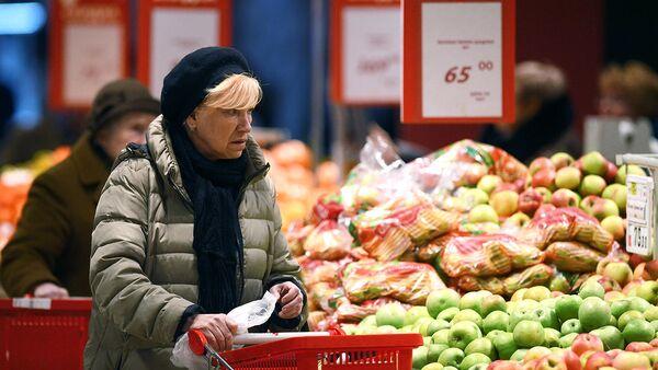 Очень важно, чтобы в день человек съедал не менее 400 граммов овощей и фруктов – разноцветных и свежих.