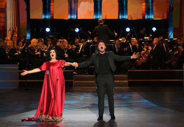 Румынская оперная певица Анджела Георгиу и итальянский тенор Витторио Григоло