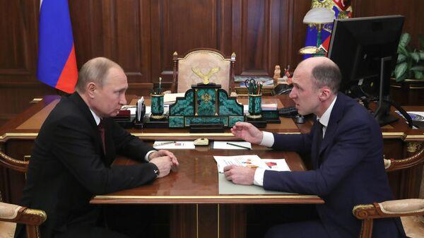 Владимир Путин во время встречи с Олегом Хорохординым, в ходе которой информировал о своём решении назначить его временно исполняющим обязанности Главы Республики Алтай. 20 марта 2019