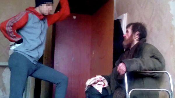 Подростки избивают мужчину в Воронеже