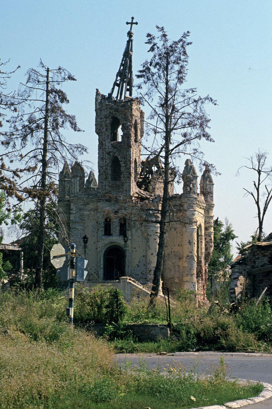 Разрушенная православная церковь в городе Вуковаре