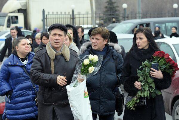 Певец Феликс Царикати перед началом церемонии прощания с певицей Юлией Началовой