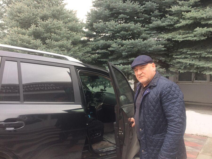 Иса Нурмагомедов до сих пор ездит на бронированном автомобиле