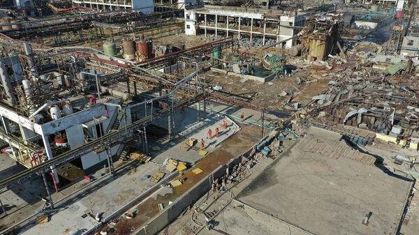 Аэрофотоснимак спасательных работ на месте взрыва фабрики в промышленном химическом парке в провинции Цзянсу на востоке Китая. 22 марта 2019