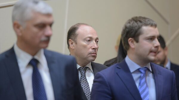 Вячеслав Аминов (в центре)