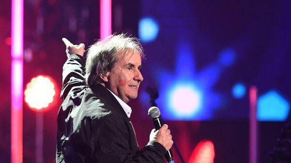 Певец, композитор Крис де Бург (Ирландия) во время церемонии вручения музыкальной премии BraVo в Москве