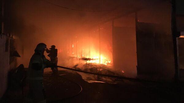 Пожар на центральном рынке в Махачкале