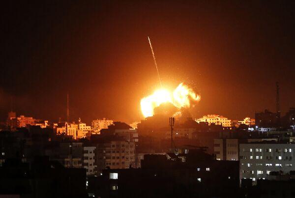 Взрывы в секторе Газа после ударов Израиля
