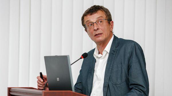 Юрий Добровольский