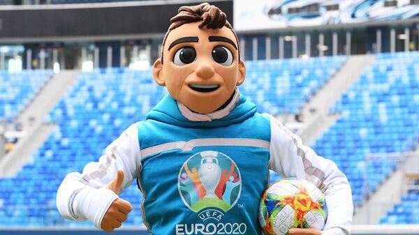 В Санкт-Петербурге представили талисман Евро-2020