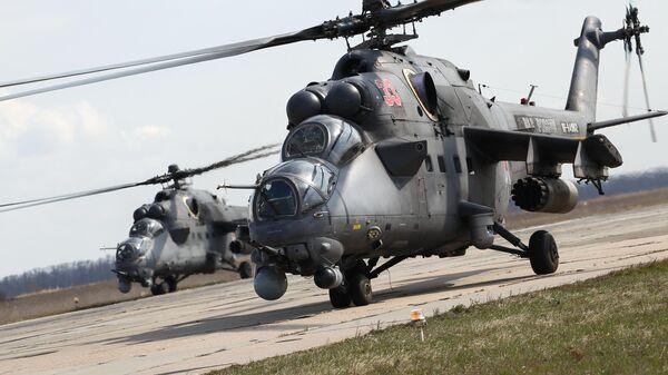 Ударные вертолеты Ми-35 во время окружного этапа конкурса Авиадартс-2019 в Краснодарском крае