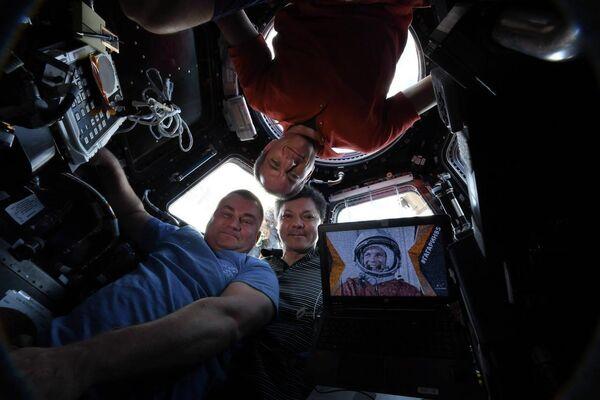 Космическое селфи с борта МКС от Олега Кононенко, Алексея Овчинина и Давида Сен-Жака
