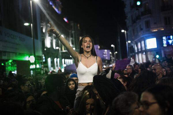 Участники акции за права женщин в Мадриде