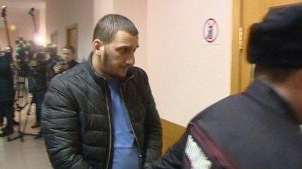 Избрание меры пресечения в Дорогомиловском суде Муслиму Джамбекову, обвиняемому в совершении в ночь на 25 марта ДТП, повлекшего смерть женщины и ее дочери. Скриншот с видео