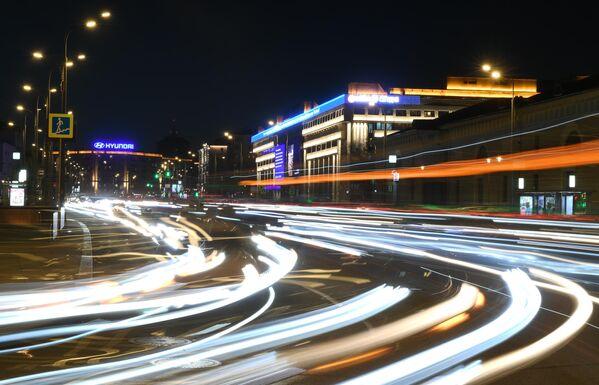 Здание международного информационного агентства Россия сегодня на Зубовском бульваре в Москве до отключения подсветки в рамках экологической акции Час Земли