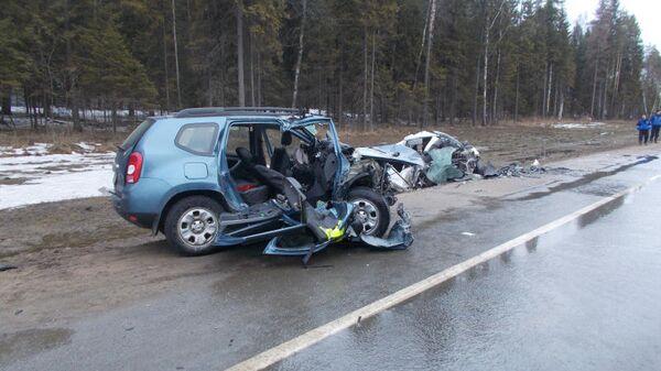 Последствия ДТП на 169 км федеральной трассы М-8 Москва-Холмогоры. 1 апреля 2019