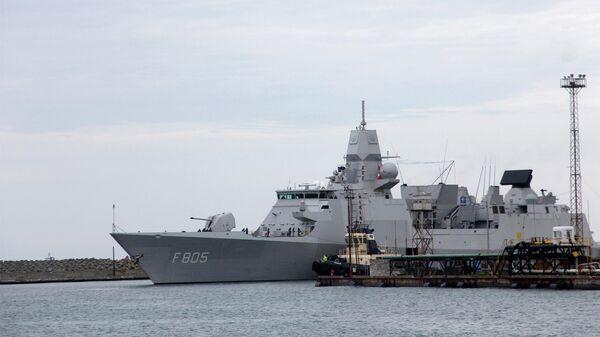 Фрегат Королевских ВМС Нидерландов Evertsen в порту Поти