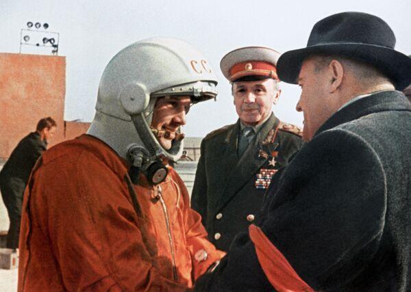 Последние напутствия главного конструктора Сергея Павловича Королева Юрию Гагарину перед стартом