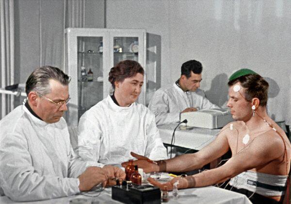 Космонавт Юрий Гагарин перед полетом в космос