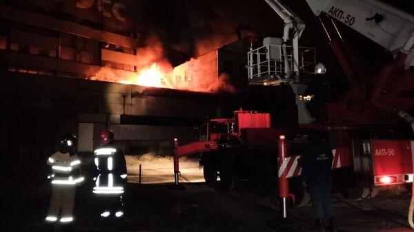 Пожар на заброшенном заводе Цепрусс в Калининграде. 1 апреля 2019