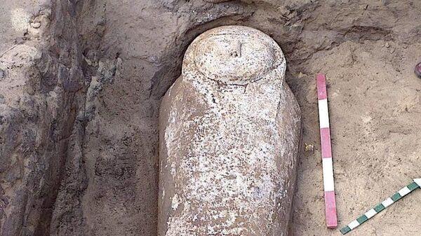 Саркофаг, найденный в древней каменоломне рядом с Каиром