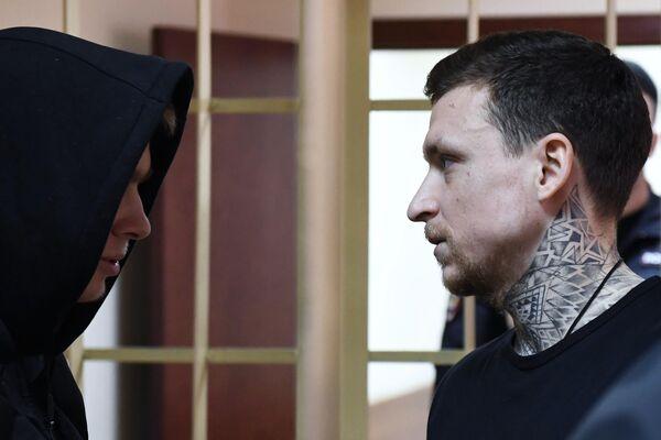 Брат Александра Кокорина Кирилл (слева) и Павел Мамаев